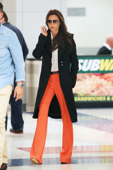Victoria+Beckham+wearing+striking+orange+pants+ltnSsI7yypBl